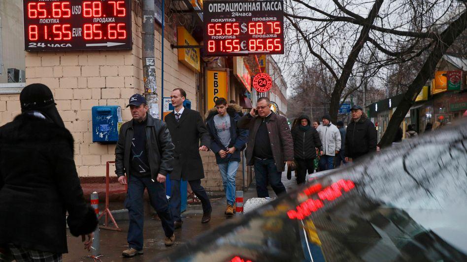 Wechselstube in Moskau: Zeitweise war 1 Euro mehr als 100 Rubel wert