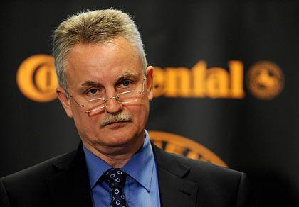 """Der gerade gewählte Conti-Oberkontrolleur Rolf Koerfer ist nach Meinung von Strenger lediglich ein """"Übergangskandidat"""". Wenn die Banken das Conti-Paket übernehmen, müsse er wohl oder übel weichen."""
