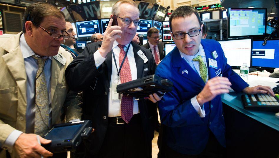 """Händler an der Wall Street: Namen wie """"XYZ-Variozins"""", """"Best Buy"""", """"Bestbonus"""" usw. sollten sie nicht im Depot haben - und ihr Bankberater sollte außerdem wissen, dass ein """"Ausgabeaufschlag"""" für Sie nicht akzeptabel ist"""