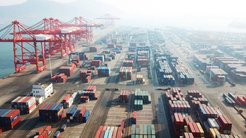 Knappe Kisten: Containerhafen Lianyungang in der chinesischen Provinz Jiangsu Mitte Januar