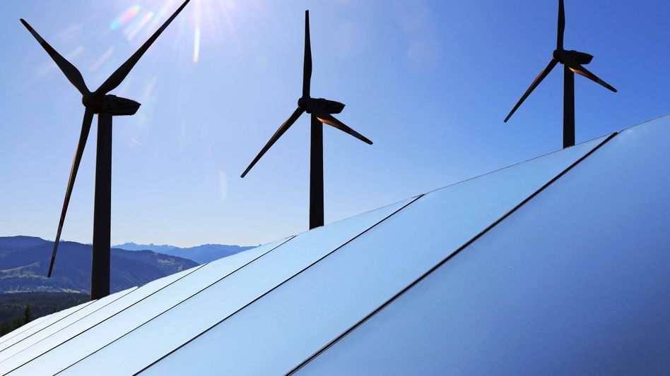 Zukunfts-Trias Windräder, Solaranlagen, Biomasse: Im Energiebereich fallen für die Klimaneutralität die zweithöchsten Investitionen aller Sektoren an, zeigt die Studie