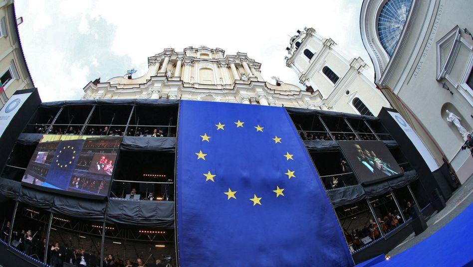 EU-Flagge in Vilnius: Seit dem Jahreswechsel wird auch in Litauen mit dem Euro bezahlt