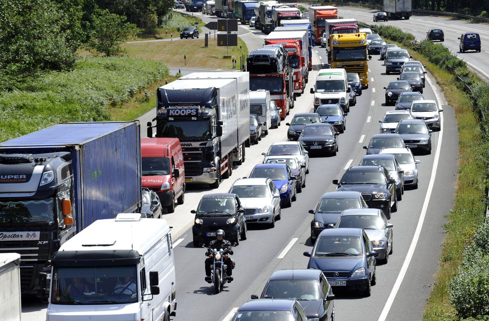 Stau auf NRW Autobahn / pendler