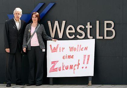 Hoffen und Bangen: Die WestLB-Mitarbeiter fürchten um ihre Zukunft
