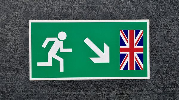 Hinweisschild an der irisch-nordirischen Grenze: Das Nordirland-Protokoll wird von Großbritannien schon wieder infrage gestellt