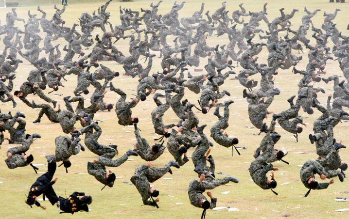 Hartes Training: Beim Militär sagt immer einer, wo es lang geht. Die meisten von uns müssen ihre Orientierung selbst finden.