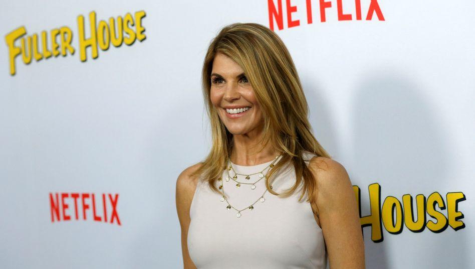 """Netflix: Schauspielerin Lori Loughlin präsentiert die Serie """"Fuller House"""""""