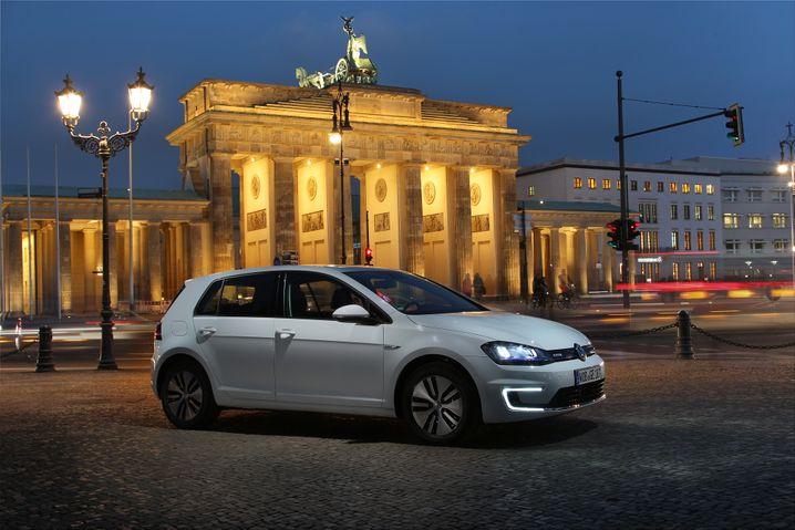 VW E-Golf: Das Lieblingsauto der Deutschen kann jetzt auch Strom - trödelt jedoch beim Laden zu Hause