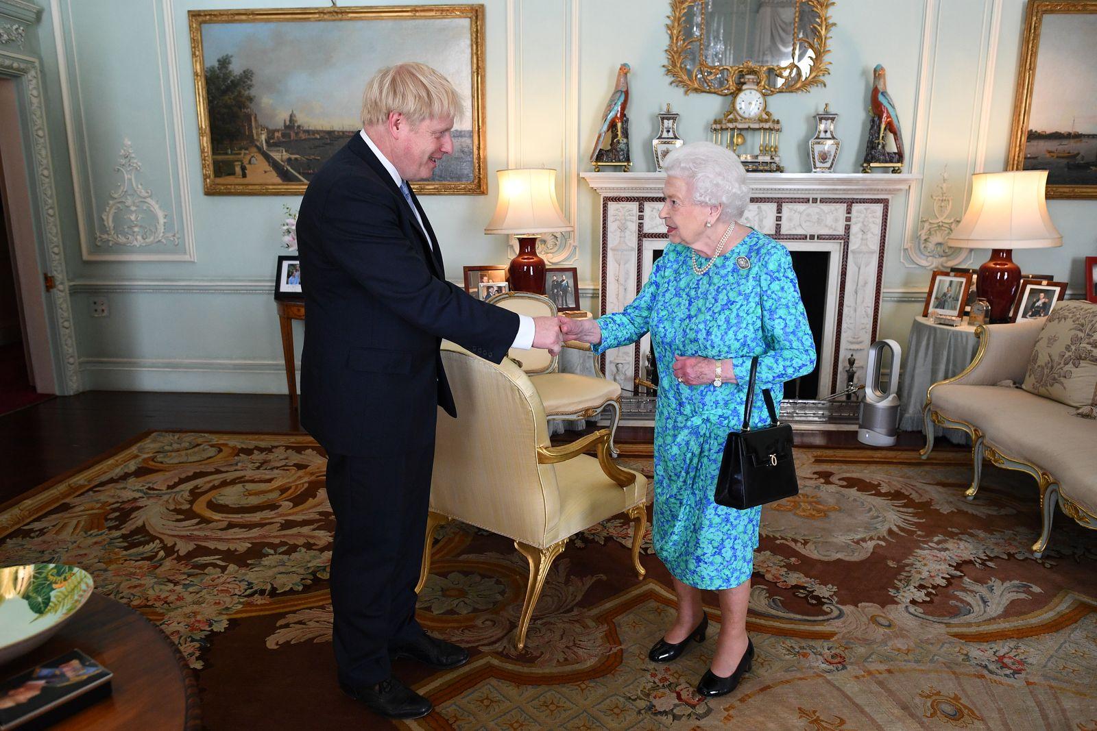 Queen Elizabeth / Boris Johnson
