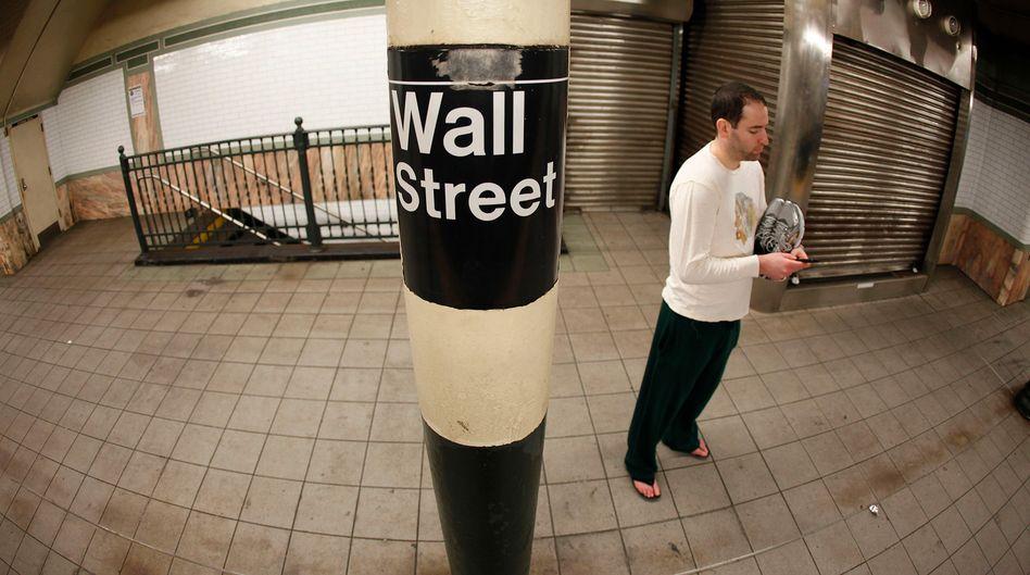 Untergrund: Die Bahnstation Wall Street. Auch an der Börse selbst ist nicht mehr los; sie wurde vorübergehend geschlossen