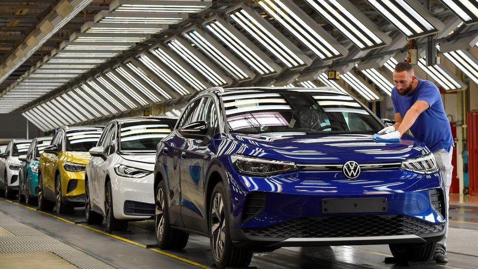 Lädt und läuft: VWs ID.4 kommt in den ersten acht Monaten 2021 aus dem Stand auf 33.000 Neuzulassungen in Westeuropa