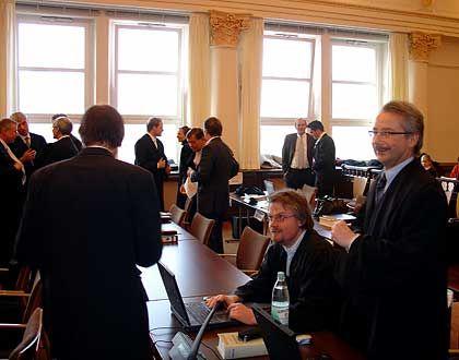 Kurz vor Beginn des Verhandlungstages: Anwaltsriege