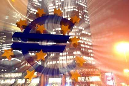 Ein Zeichen der Stabilität? Die Euro-Skulptur vor der Europäischen Zentralbank (EZB) in Frankfurt am Main