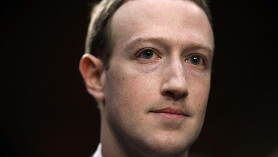 """Facebook Chef Mark Zuckerberg: """"Stellt euch das eine Sekunde lang vor: Ein Mann mit totaler Kontrolle über Milliarden gestohlener Daten"""""""