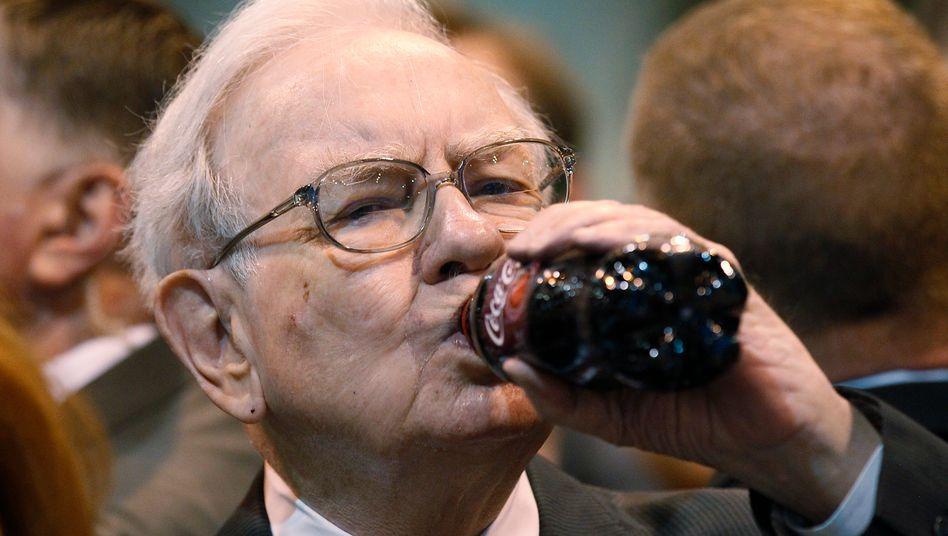 Genussmensch: Investor Buffett ist bekannt für seine ungesunde Ernährung mit viel Cola, Süßigkeiten - und Steaks
