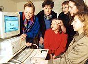 Frauen drängen nach vorne. Immer mehr Nutzen das Netz zur Informationsbeschaffung