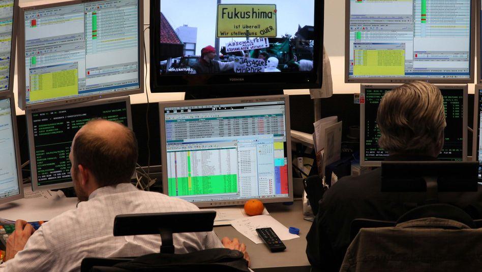 Börse in Frankfurt: Euro-Krise und Zinserhöhung lassen die Börsen kalt - nicht aber das neue Beben in Japan
