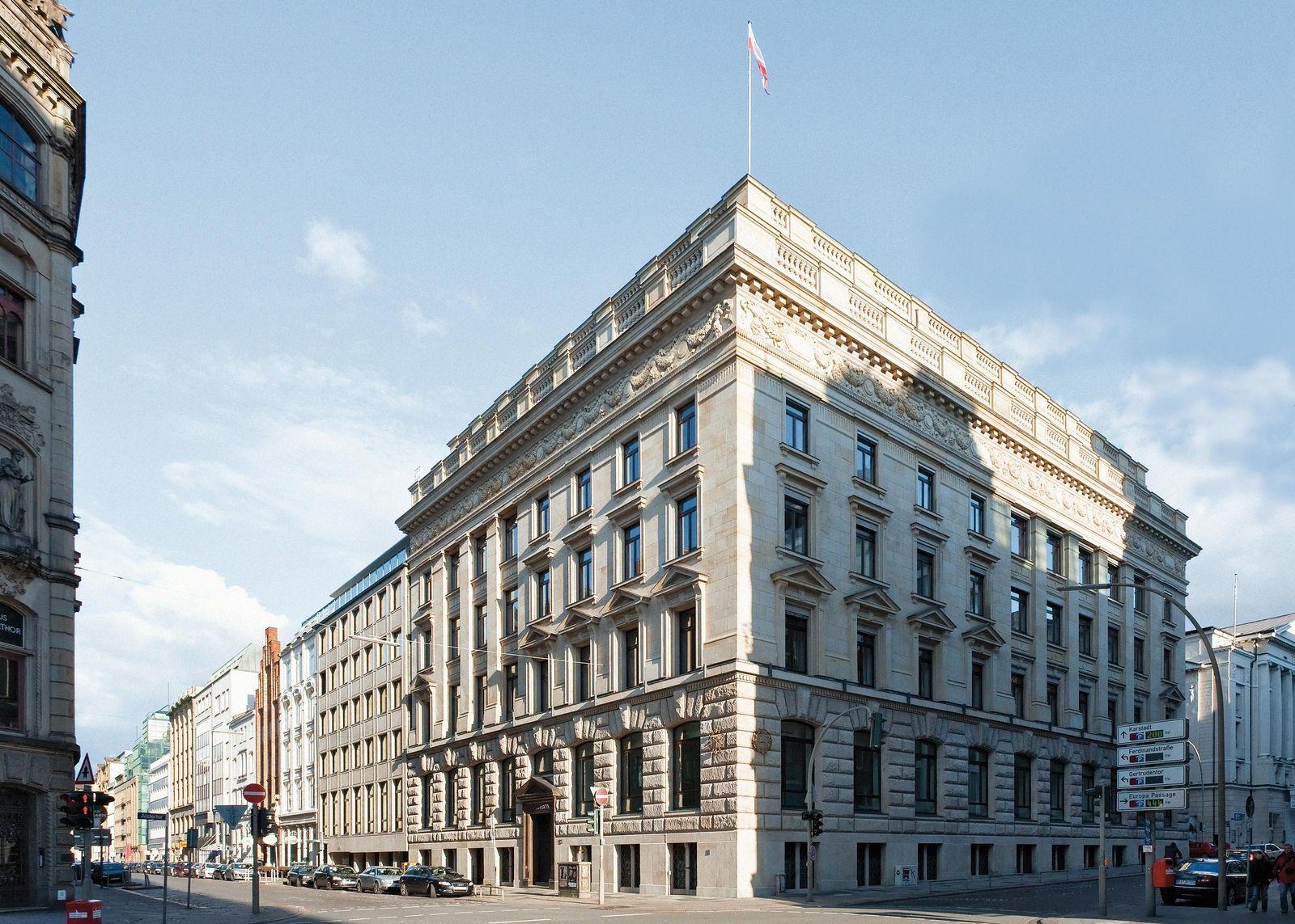 Warburg Bank auf gutem Kurs