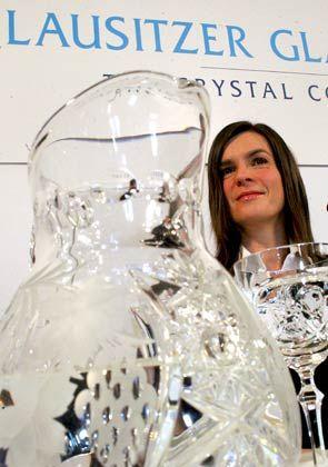 Versteigerung rückt näher: Katarina Witt wirbt für Produkte der Lausitzer Glashütte