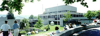 Nur wenig Bonus: Bei Familienfirmen erhalten Absolventen traditionsreicher Hochschulen, im Bild die Uni Sankt Gallen in der Schweiz, nur selten Vorschusslorbeeren