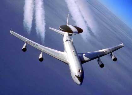 HighTech in der Luft: Ein Aufklärungsflugzeug vom Typ Awacs