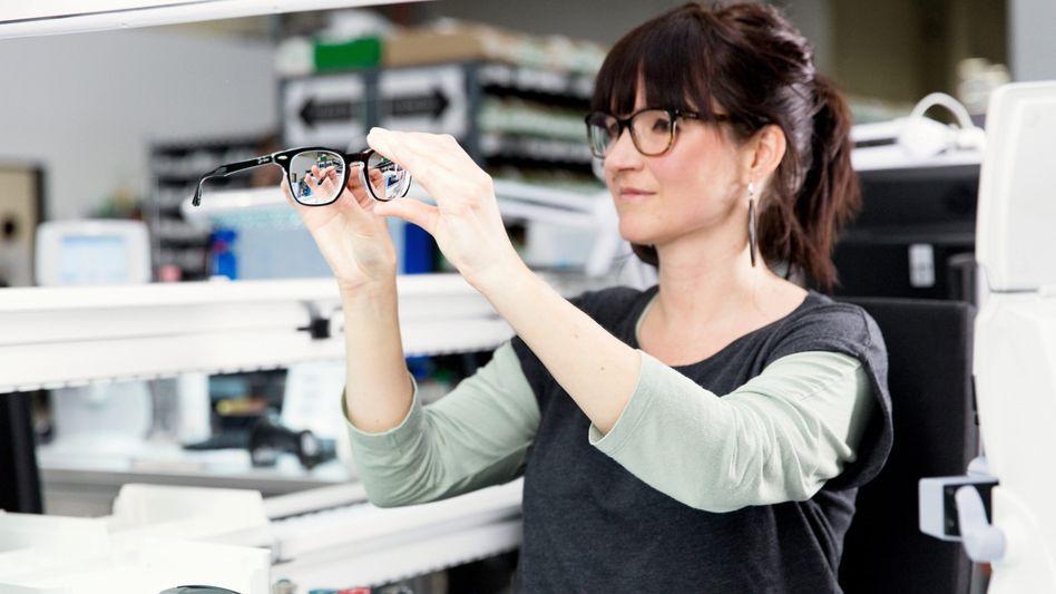 Endkontrolle bei Spex-Brillen: Der Online-Optiker will an die Börse