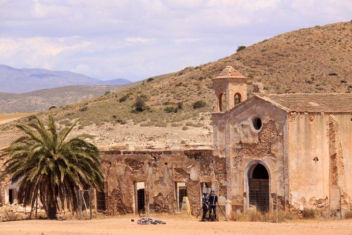 """Diese Kirche in der Halbwüste Cabo de Gata diente 1964 schon Sergio Leone für seinen Welterfolg """"Für eine Handvoll Dollar"""" als Filmset."""