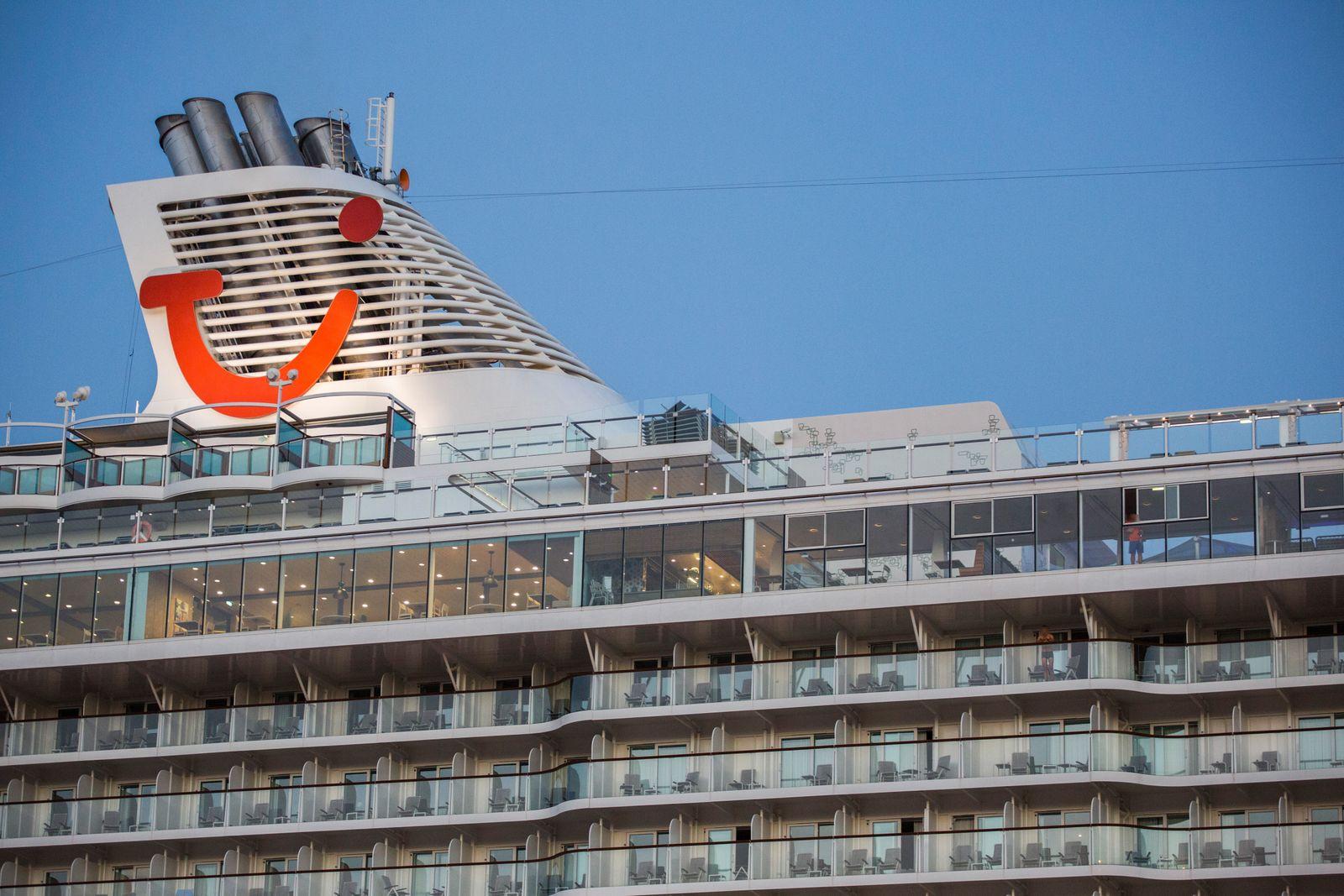 «Mein Schiff 6» mit Corona-Fällen an Bord in Piräus