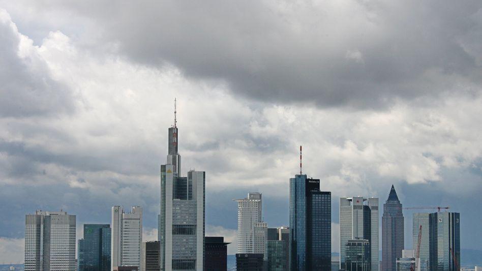 Bankenviertel Frankfurt: Deutsche Kreditinstitute sind mit Milliarden in griechischen Anleihen investiert