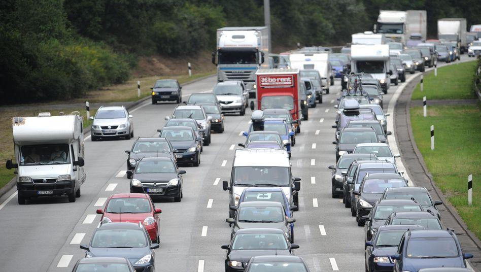 Stau in Hamburg: Tagsüber brauchen Autofahrer rund 32 Prozent mehr Zeit als nachts