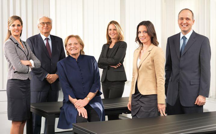 Die in der Firmengruppe Liebherr aktiven Familiengesellschafter (v.l.n.r.): Patricia Rüf, Willi Liebherr, Isolde Liebherr, Stéfanie Wohlfarth, Sophie Albrecht und Jan Liebherr