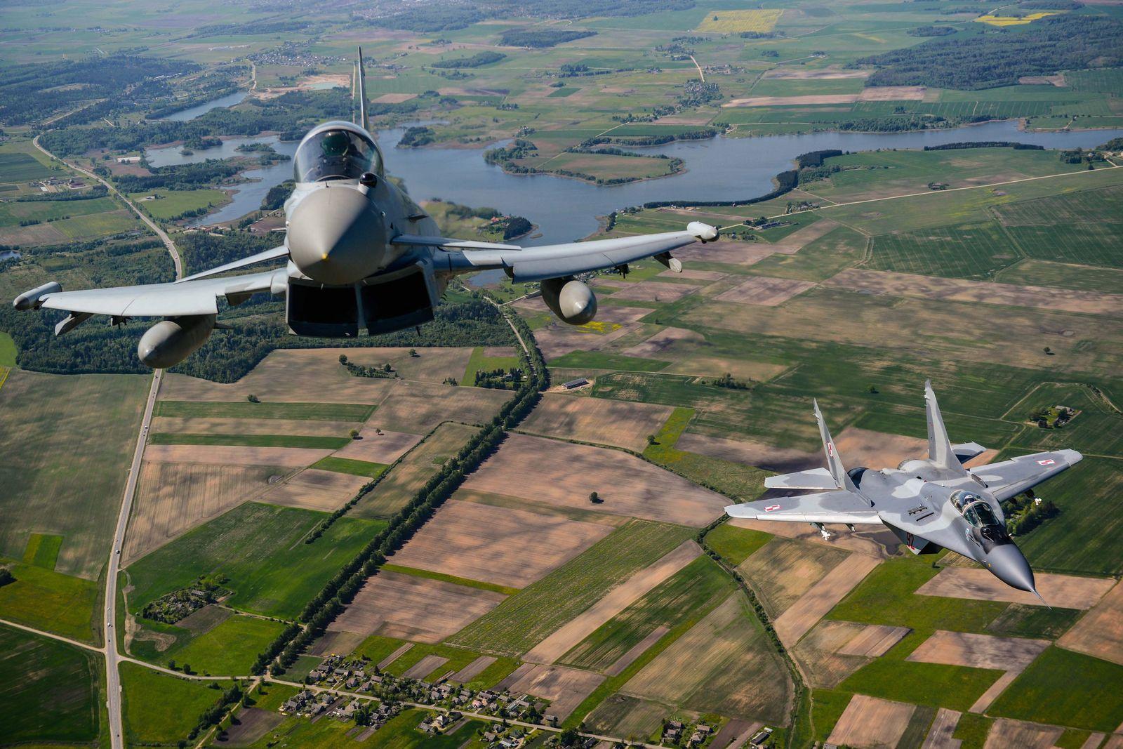 Nato Kampfflugzeuge über Litauen
