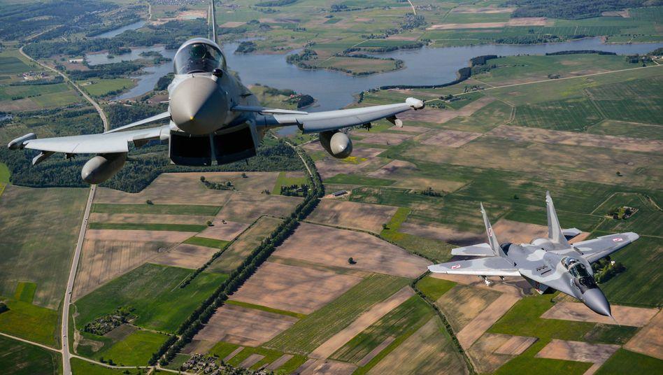Britischer und polnischer Kampfjet über Litauen: Signal an Moskau