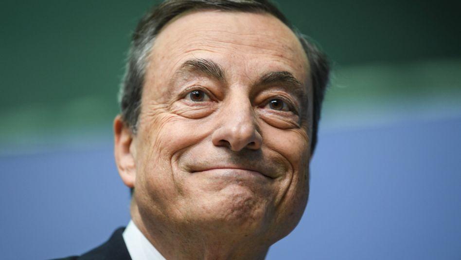 """""""Whatever it takes"""" : Mario Draghi, Präsident der Europäischen Zentralbank, ließ seinen Worten vom 26. Juli 2012 auch Taten folgen. Die EZB kaufte in der Euro-Krise in riesigem Umfang Staatsanleihen auf."""