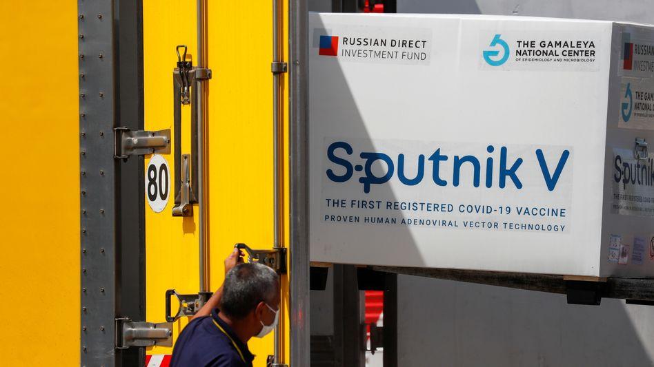 Exportschlager: Lieferung des Sputnik-V-Impfstoffs am Flughafen von Buenos Aires