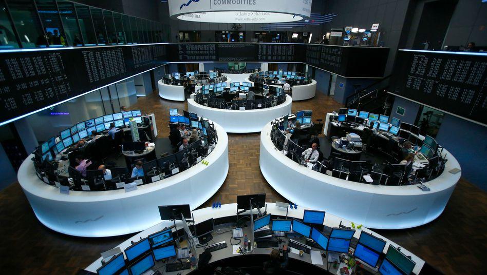 Handelssaal in Frankfurt: Der Dax bricht zum Wochenschluss erneut ein