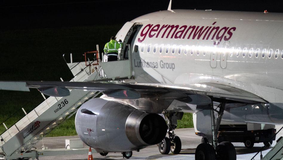 Germanwings-Maschine am frühen Montagmorgen auf dem Düsseldorfer Flughafen