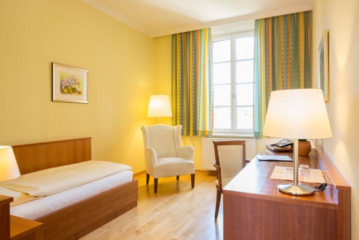 Schlichte Einrichtung statt Luxus: ein Gästezimmer im Kloster Arenberg.