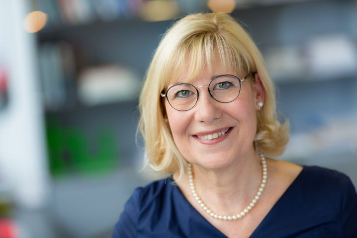 Die Dortmunder Uni-Rektorin Ursula Gather führt seit 2013 das Kuratorium der Alfried Krupp von Bohlen und Halbach-Stiftung, der Großaktionärin von ThyssenKrupp und wichtigen Kulturförderin des Ruhrgebiets