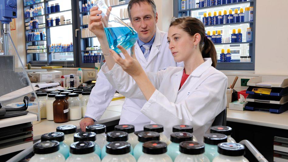 Labor von Beiersdorf: Unternehmen hielten Forschung in der Krise auf hohem Niveau aufrecht