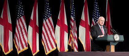 """US-Vizepräsident Cheney: """"Alle Optionen bleiben auf dem Tisch, auch militärische"""""""