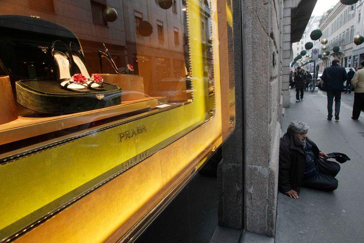 Mailands Via Montenapoleone: Glanz trifft auch auf Elend