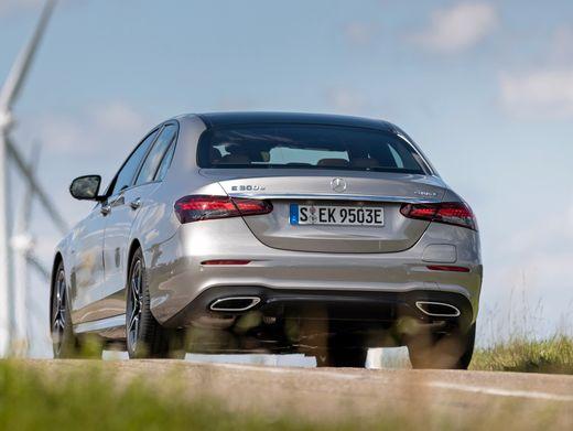 Dezente Heckleuchten à la neue S-Klasse: Das Facelift der Mercedes E-Klasse ist auch in punkto spritsparender Plug-in-Hybridmotorisierung gelungen