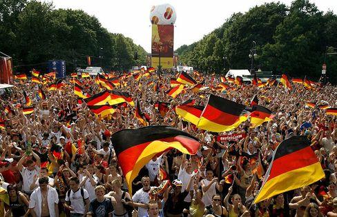Deutschland feiert Fußball: Der Begriff Fußball WM wurde bei Google Deutschland am zweithäufigsten gesucht