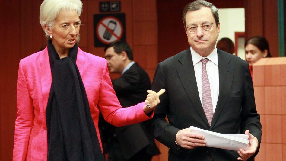 EZB-Chefin Lagarde, Vorgänger Draghi: Zinsen fallen, doch Sparquote steigt