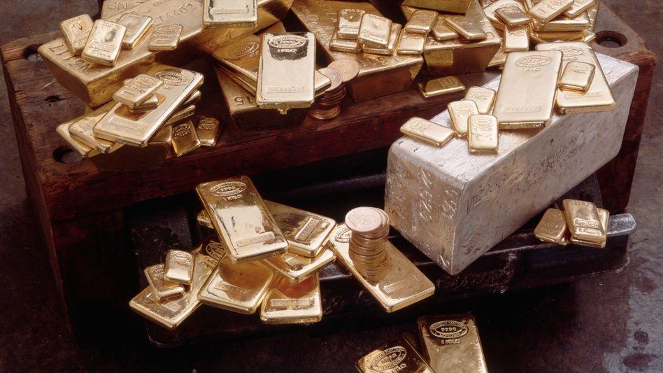 Gold und Silber: Der Euro brach nach der EZB-Ratssitzung auf 1,45 Dollar ein, die Rohstoffpreise gaben ebenfalls nach