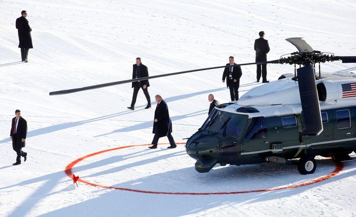Alter weißer Mann in weißer Landschaft: US-Präsident Donald Trump bei der Ankunft in Davos