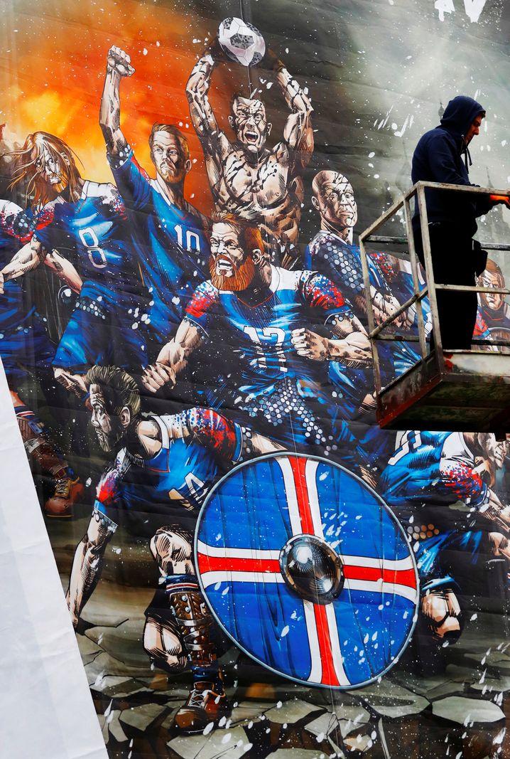 Isländische Heldensaga als Wandgemälde in Reykjavik