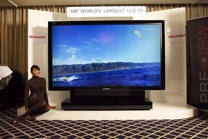 Kino für zu Hause: Es müssen ja nicht gleich 2,73 Meter Bildschirmdiagonale sein, so wie bei dem Gerät von Sharp