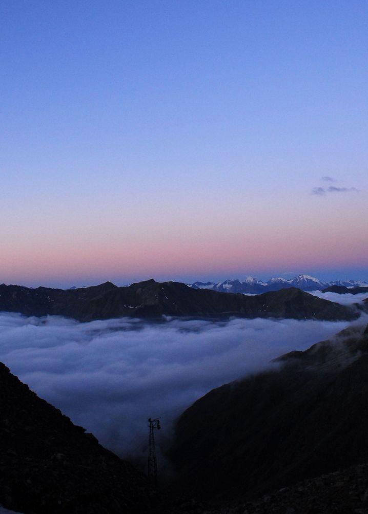 Traumhafter Ausblick: Aufbruch am Morgen an der Similaunhütte